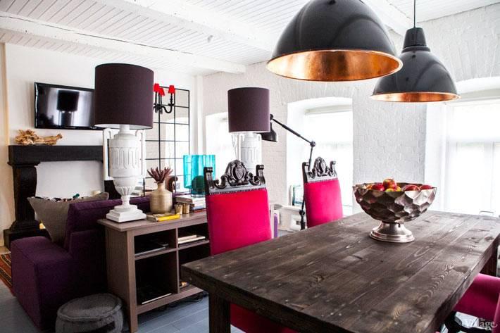 кухня совмещенная с гостиной комнатой в смешанном стиле