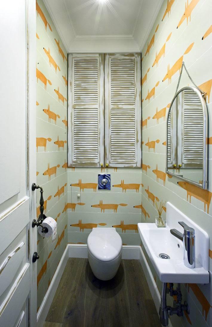 обои с лисами и креативный дизайн туалетной комнаты