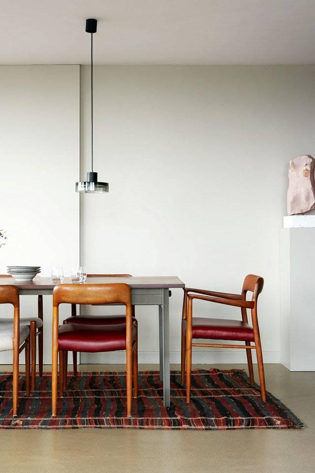 винтажные стулья в интерьере квартиры фото