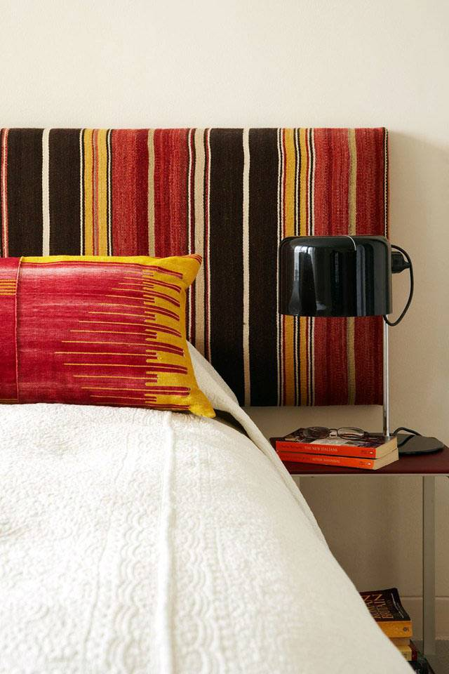 уникальное изголовье кровати в интерьере спальни