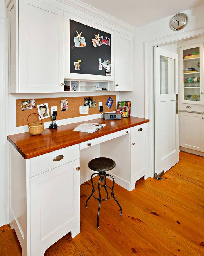 кухонное рабочее место с пробковой доской