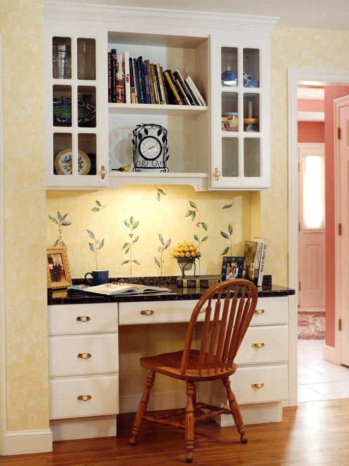 уютный рабочий уголок в дизайне интерьера кухни
