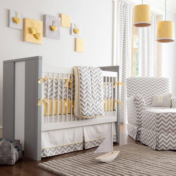 шеврон в дизайне детской спальни серого цвета