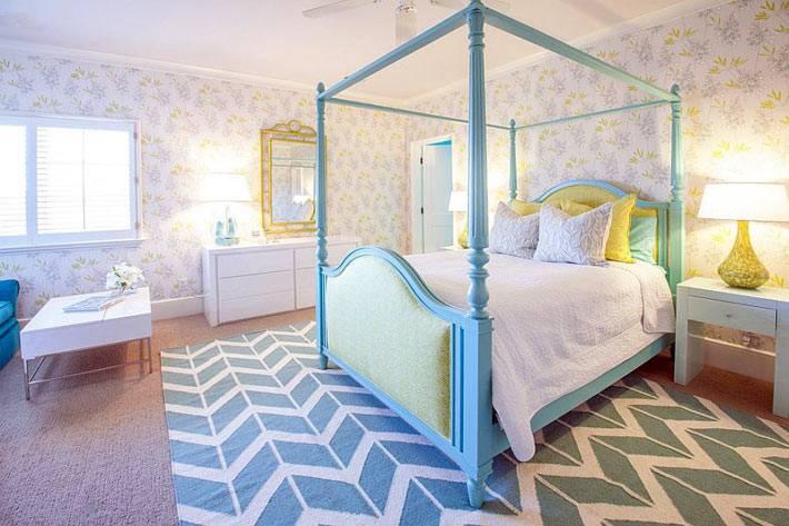узор зигзаг на ковре в дизайне спальни фото