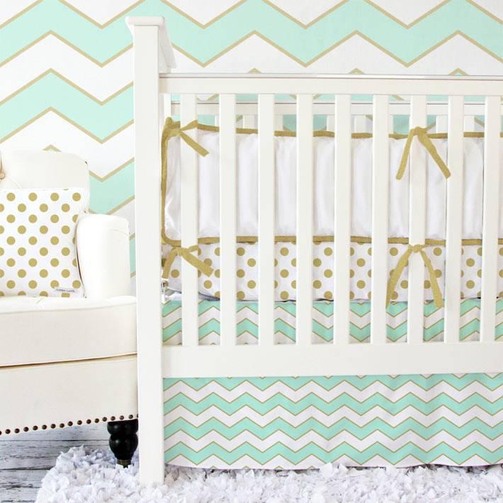 комната для младенца с зигзагообразным узором