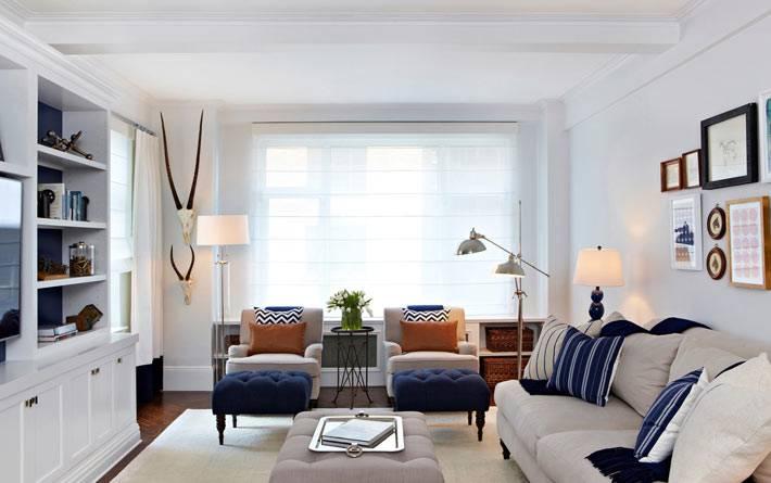 белый цвет в дизайне интерьера гостиной комнаты