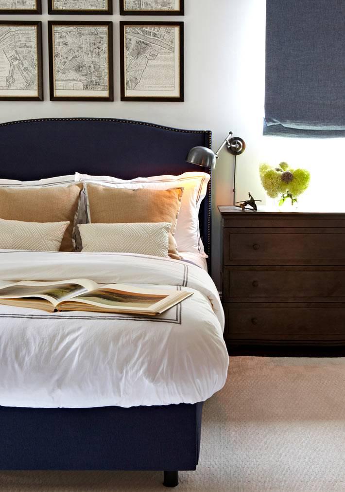фотографии красивого интерьера спальни с синей кроватью