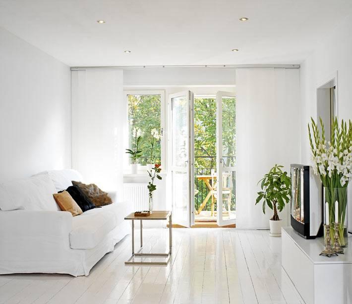 полностью белый интерьер гостиной фото