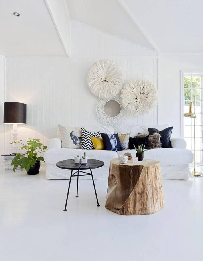 красивый интерьер гостиной комнаты белого цвета