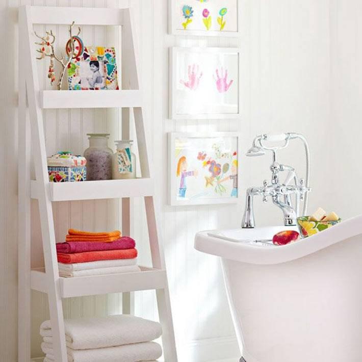 полка-стремянка для хранения в ванной комнате