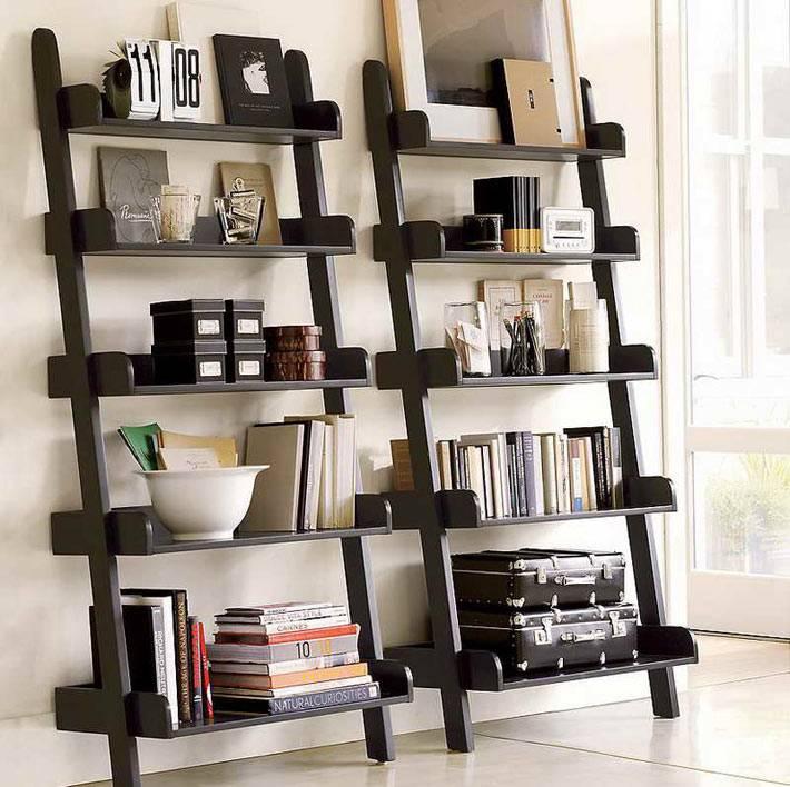 стеллажи-стремянкидля книг и аксессуаров в интерьере фото