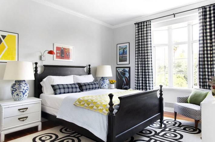 простой интерьер спальни в черно-белых цветах фото
