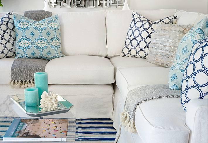 удобный белый угловой диван с подушками