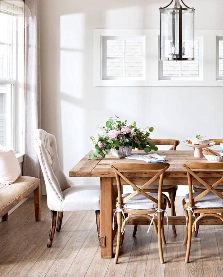 красивый дизайн интерьера дома в светлых тонах