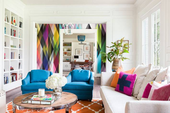 яркий дизайн интерьера дома