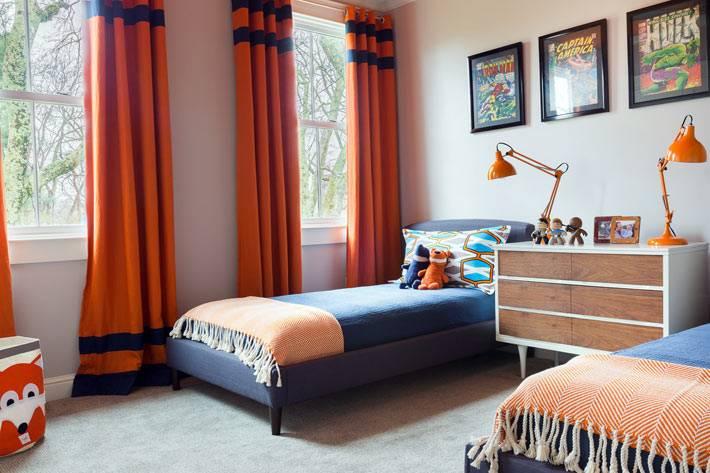 оранжевые шотры в интерьере детской комнаты