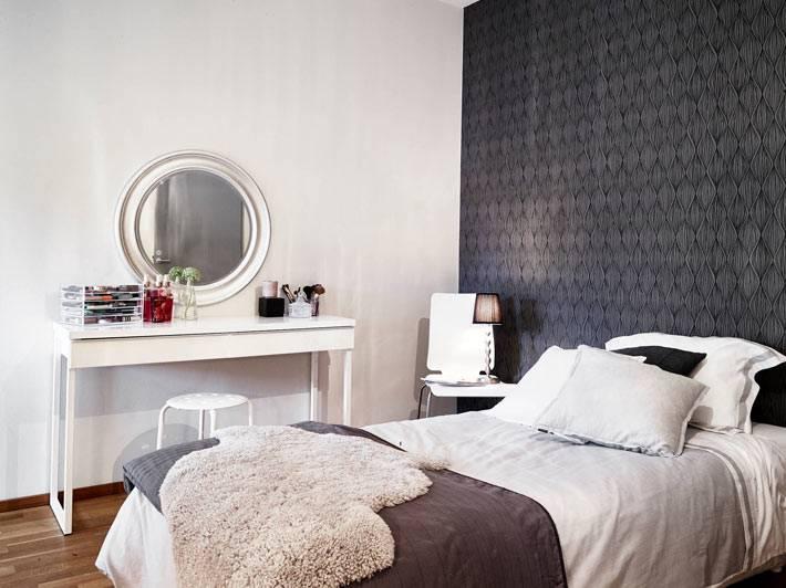 черная акцентная стена в дизайне спальни фото
