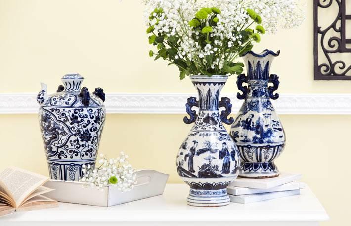 полка с китайскими вазами в доме фото