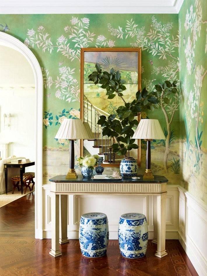 китайский табурет и китайские вазы в интерьере дома