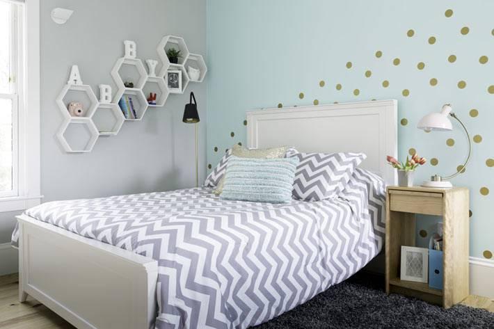 красивый дизайн интерьера детской комнаты с голубыми стенами