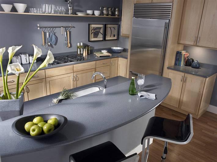 островная барная стойка в дизайне интерьера кухни