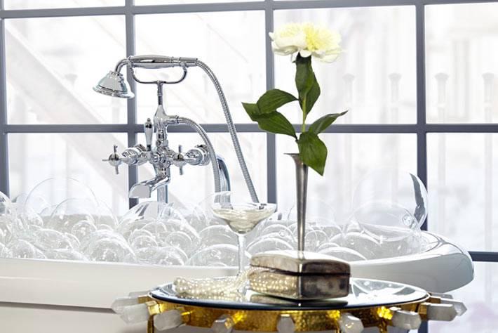 женственный и романтичный дизайн ванной мятного цвета