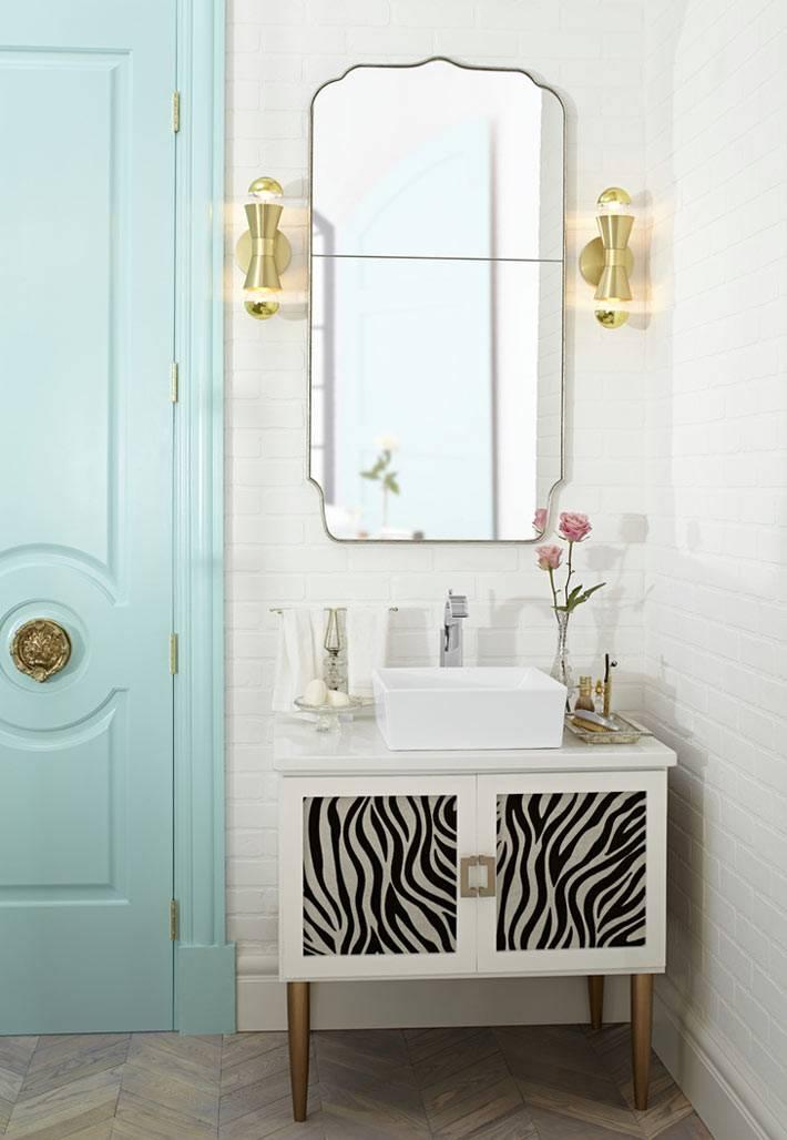 мятный цвет двери для красивой ванной комнаты