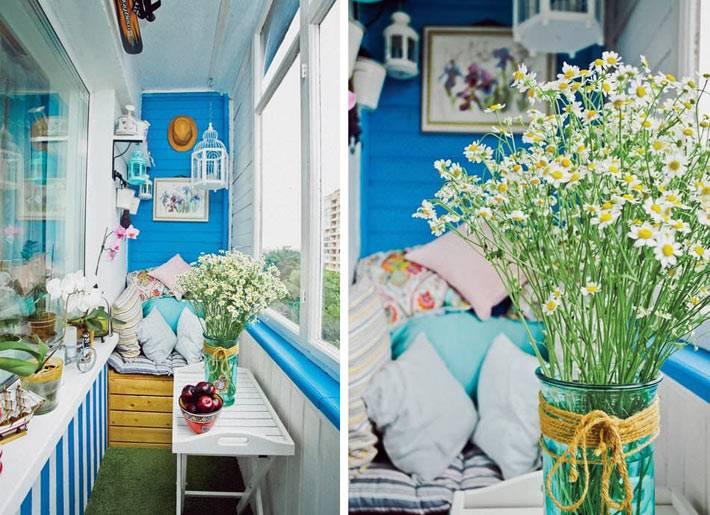 красивый летний интерьер маленького балкона