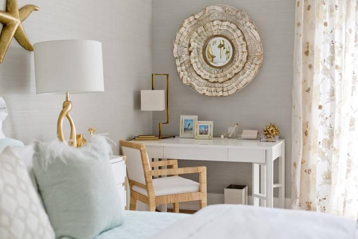 красивый интерьер спальни в морском стиле