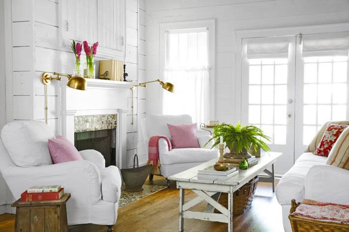 белый интерьер гостиной комнаты в стиле кантри