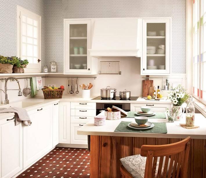 Дизайн интерьера небольшой кухни молочного цвета фото