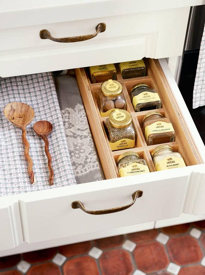 хранение специй в кухонных ящиках