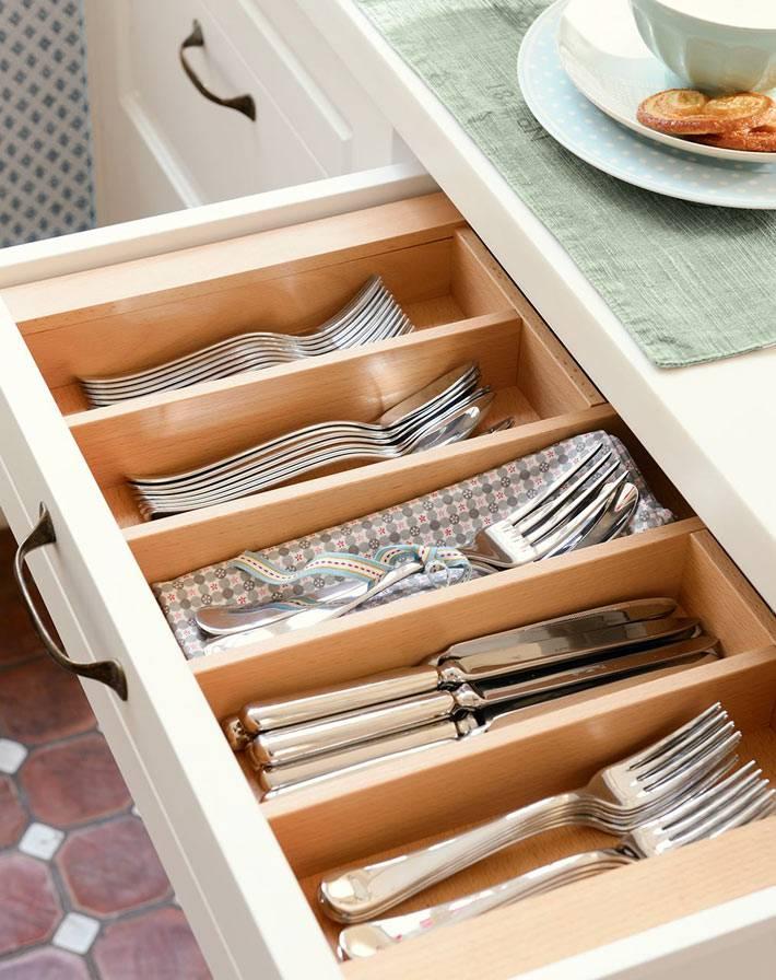 деревянный лоток для хранения вилок и ножей в ящике