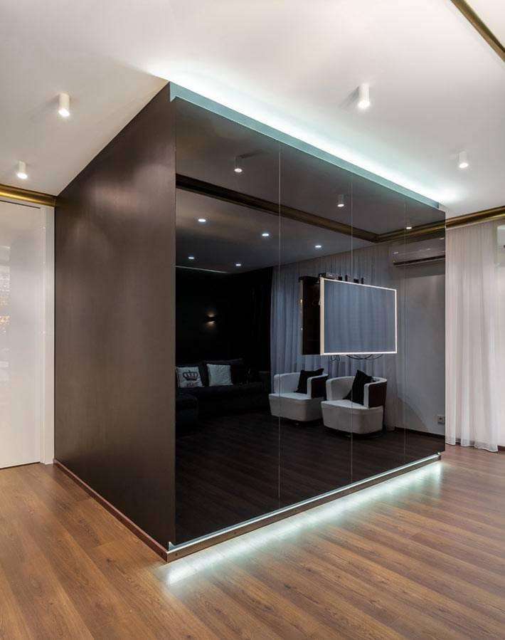 глянцевый шкаф в дизайне гостиной от студии Ольги Сирук