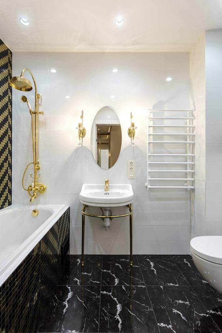 шикарный черный мраморный пол в ванной комнате