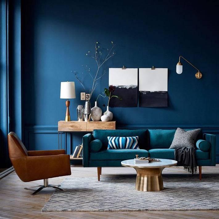 красивый интерьер гостиной комнаты в синем цвете фото