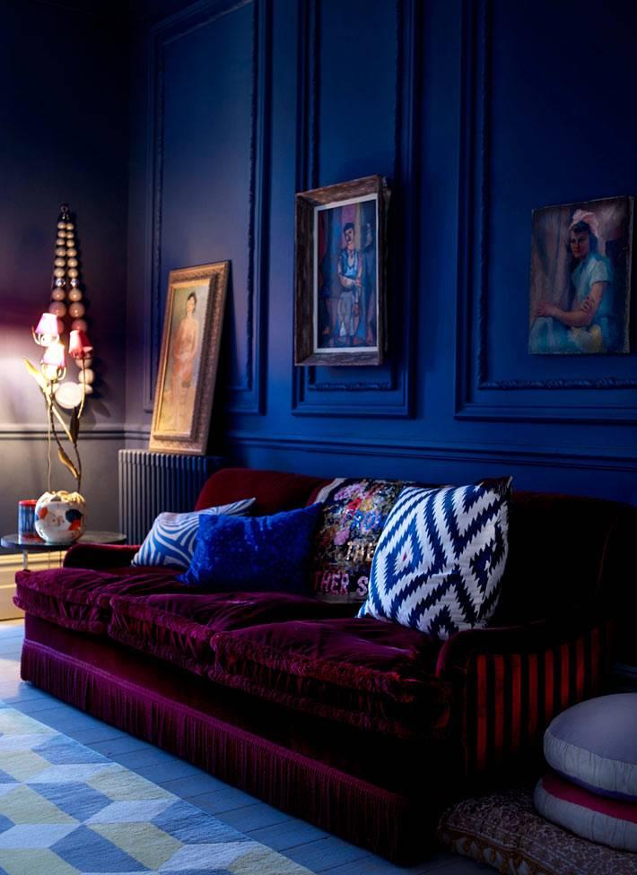 синие панели для стен в интерьере гостиной комнаты