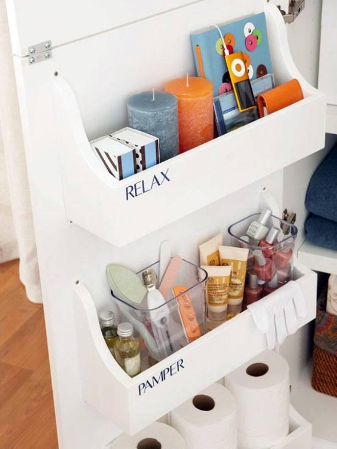 идеи хранения принадлежностей на дверцах в ванной