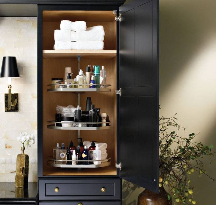 шкаф с крутящейся полкой для ванной комнаты фото