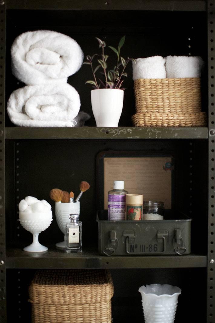 шкафы, стеллажи и полки в ванной комнате фото