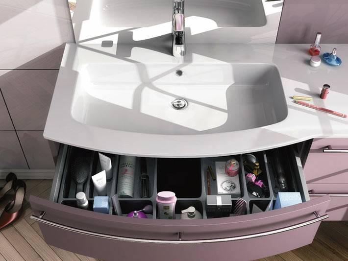 организованное хранение в тумбе в интерьере ванной