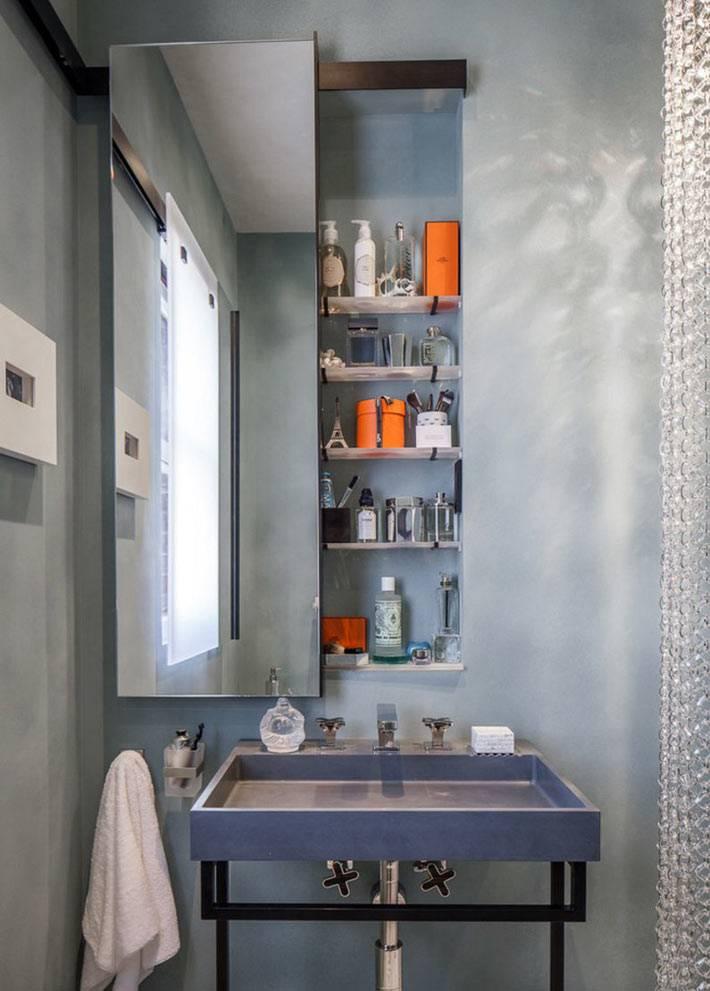 хранение мелочей в нише за зеркалом ванной комнаты
