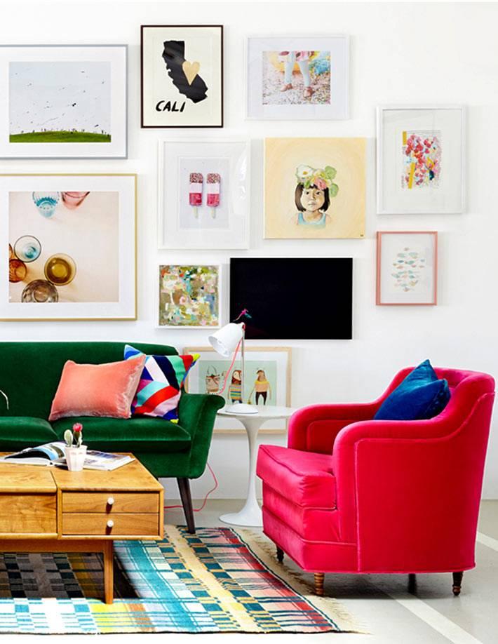 мягкая мебель ярких цветов для современного интерьера