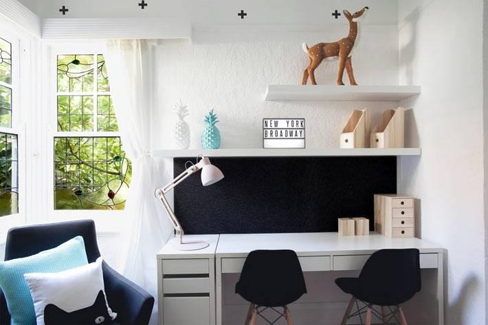 рабочий письменый стол в детской комнате фото