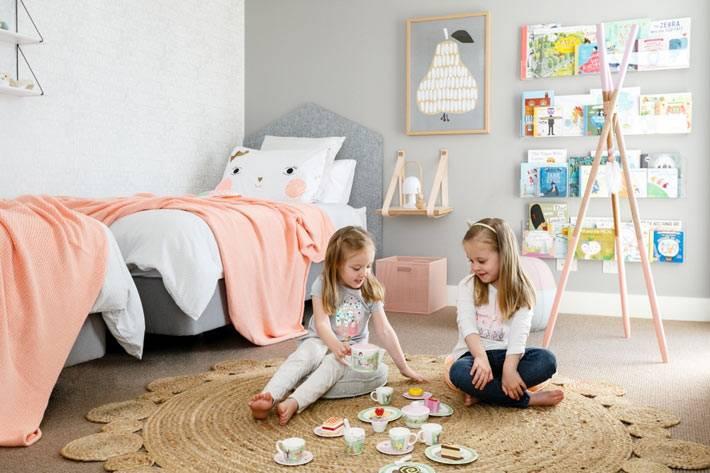 интерьер детской комнаты для девочек с серыми стенами