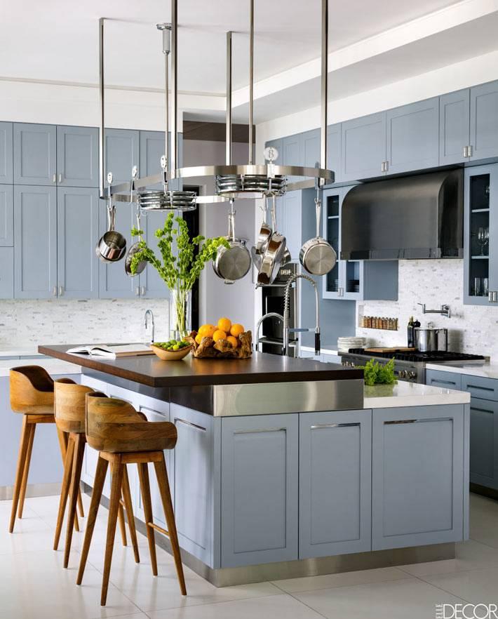 пыльный голубой цвет в дизайне интерьера кухни