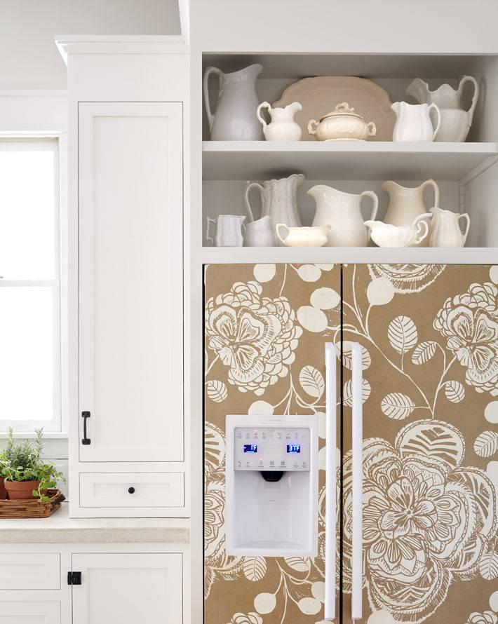 встроенный холодильник бежевого цвета фото