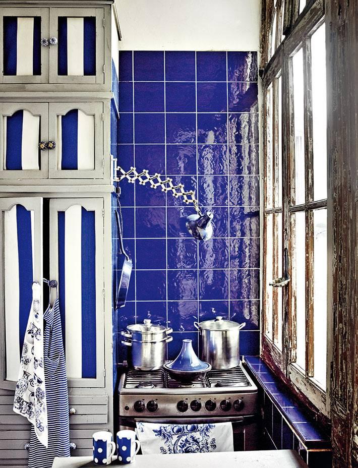 синий кафель в интерьере кухни