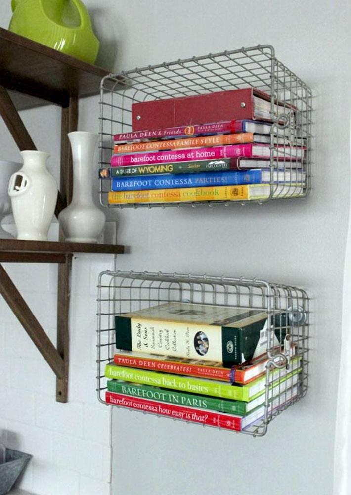 необычное хранение кулинарных книг в корзинах фото