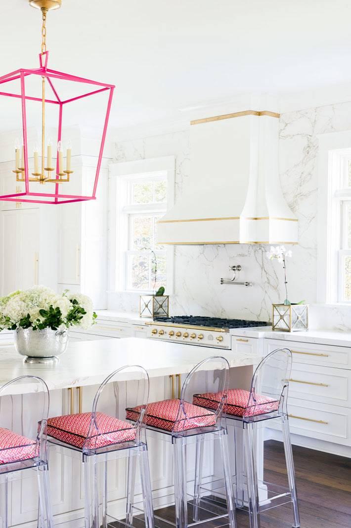 Красивый дизайн интерьера кухни от дизайнера LAURA BURLESON фото